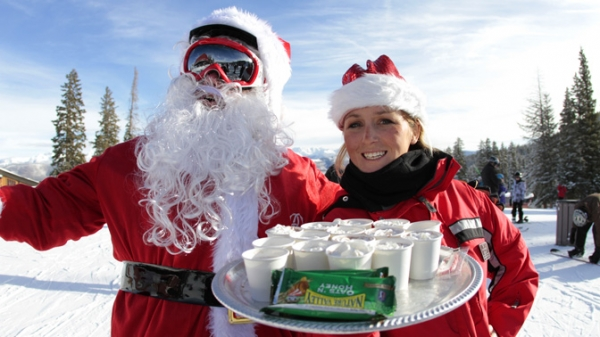 image santa-with-guest-service-girl-and-cocoa-jpg