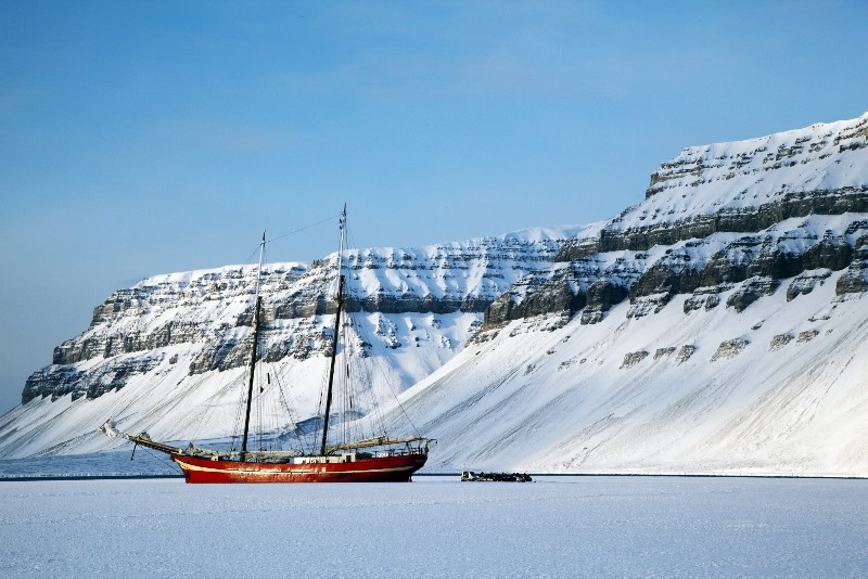 Ship in the Ice-000