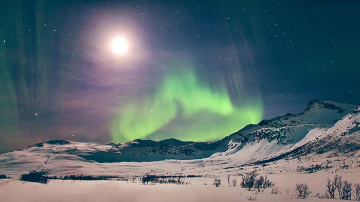 aurora-full-moon-